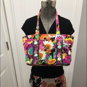 Vera Bradley multi color hand bag